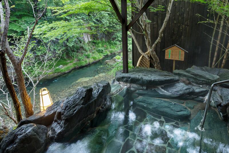 湯西川温泉|お風呂 硫黄の香り漂う泉質の本物の源泉